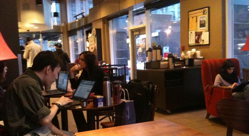 Coffee-shop-laptop