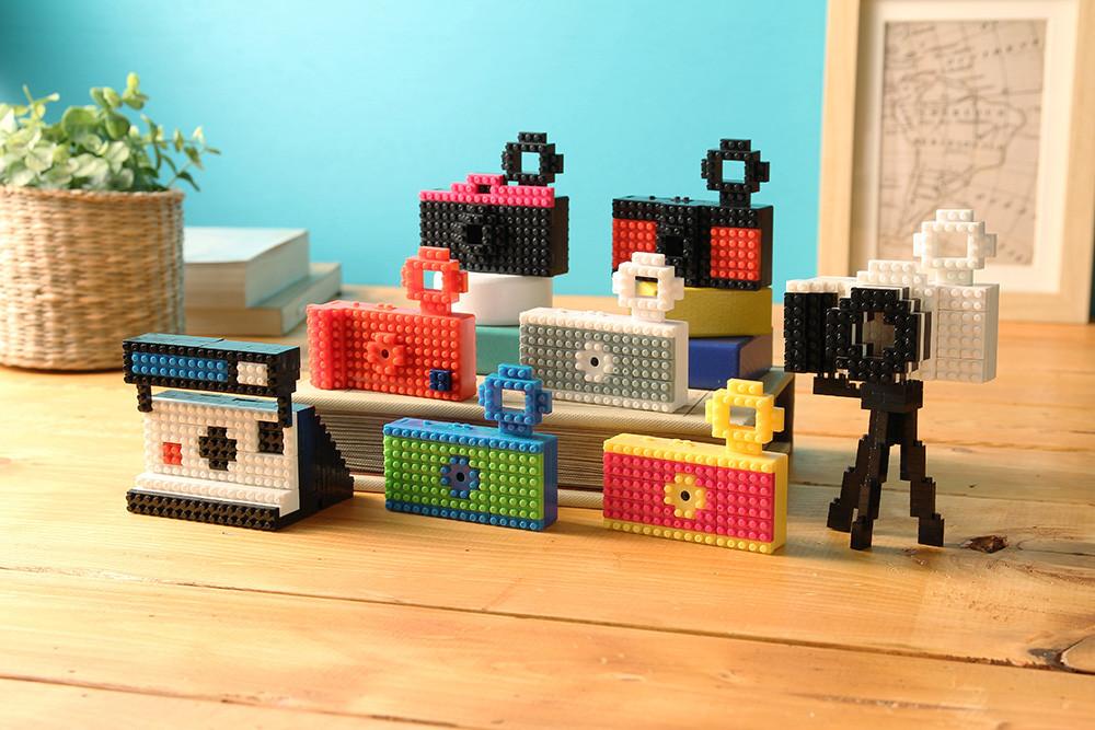 The Fuuvi NanoBlock Camera, Polaroid replica, many colors, attached tripod