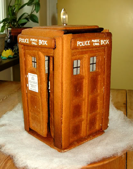 Geeky Holiday Decorations DIY Gingerbread Tardis
